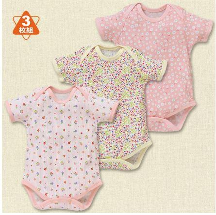 赤ちゃんのピンクの夏服