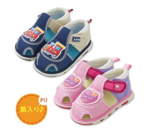 赤ちゃん用のスニーカー